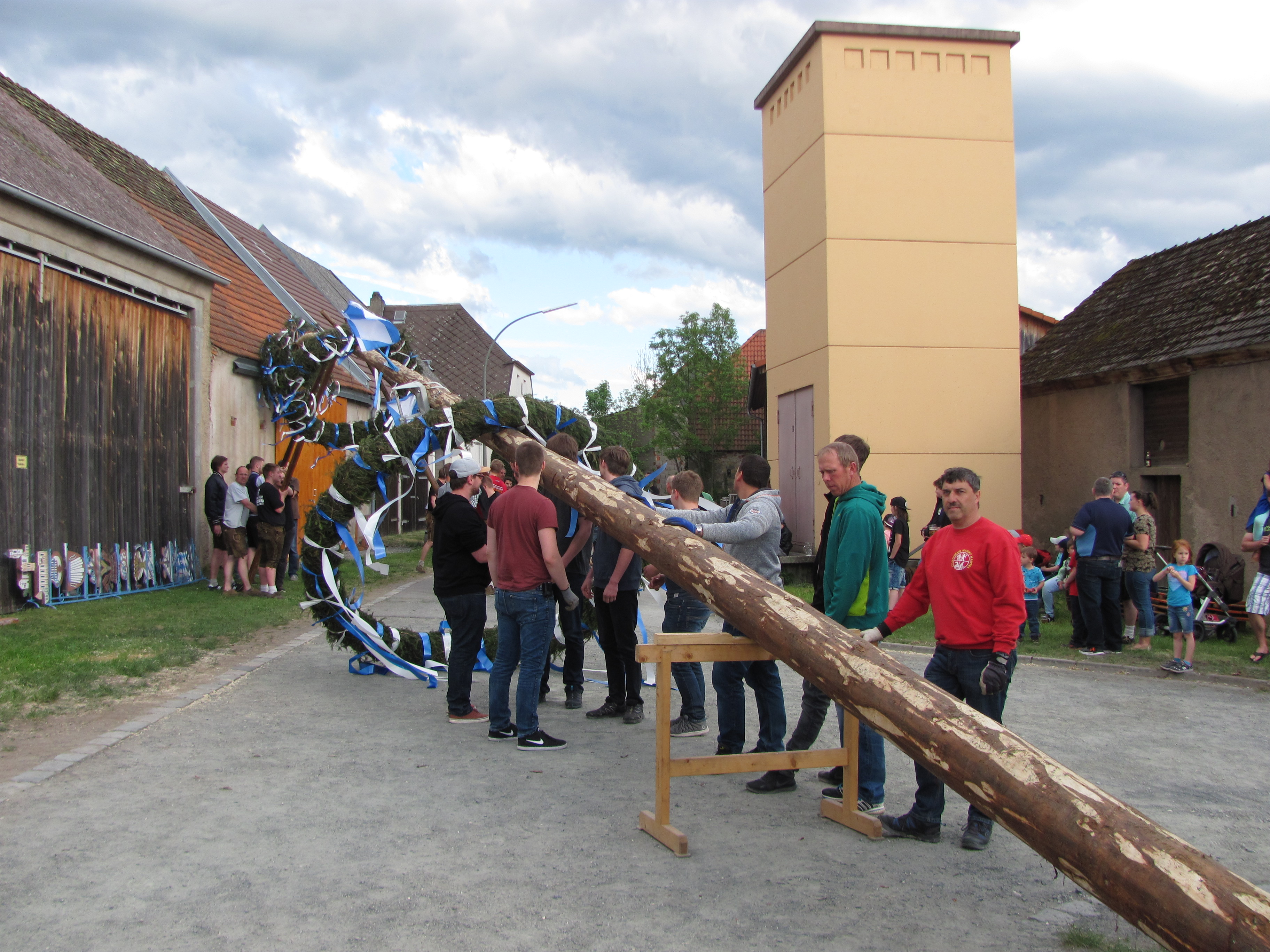 35 Meter langer Maibaum