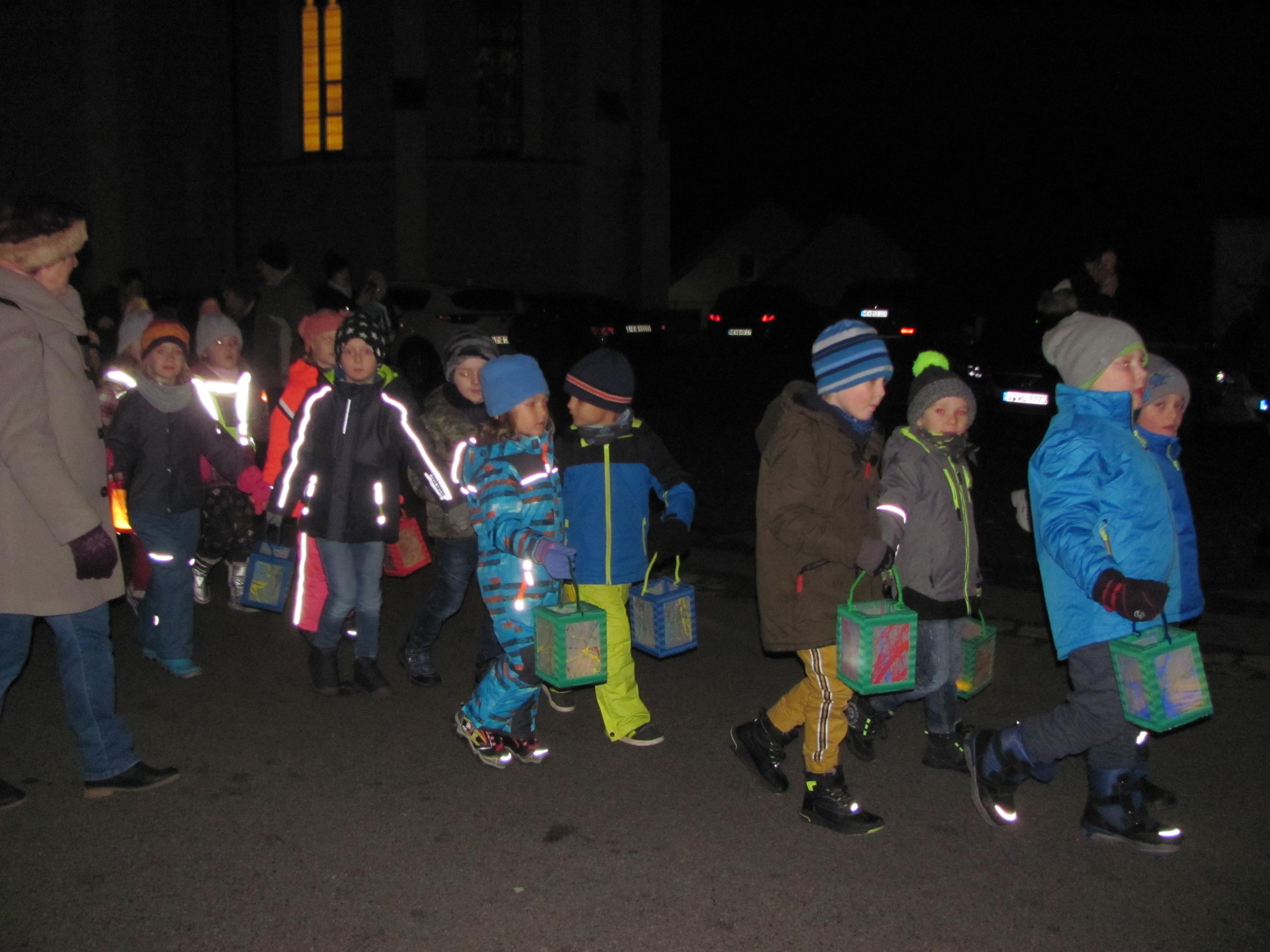 Lebendige Martinsfeier mit Martinszug in Mantel