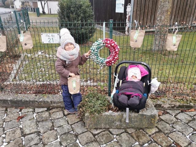 Adventskalender am Zaun der Familie Ziegler in Rupprechtsreuth